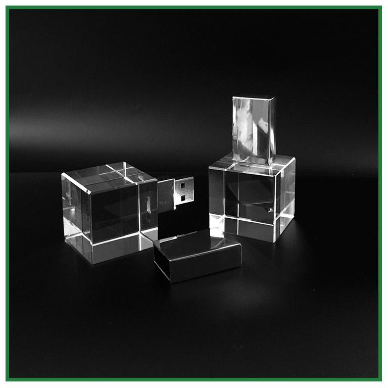 cl usb cube de verre personnalisation par gravure laser 2d 3d. Black Bedroom Furniture Sets. Home Design Ideas