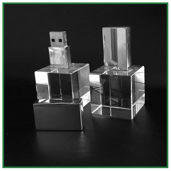 clé usb en verre cubique