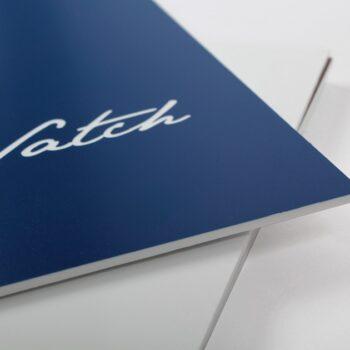 plaque acrylique avec logo